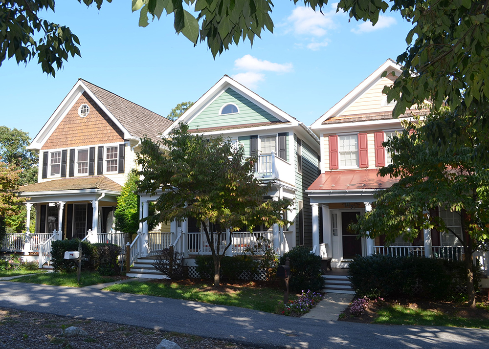 With such a wide array of housing types from small lot - small house types to attached townhouses, to live/work units, to commercial buildings, all within walking distance, Kentlands was designed to promote diversity and walkability. Its intent is to foster a vibrant public realm through great urbanism.