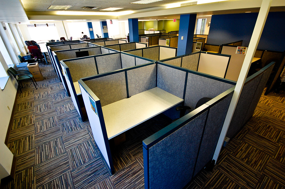 Office Columns: Offices floorplans with short distances between columns (in blue) reduce usable space and become less favorable for conversions.
