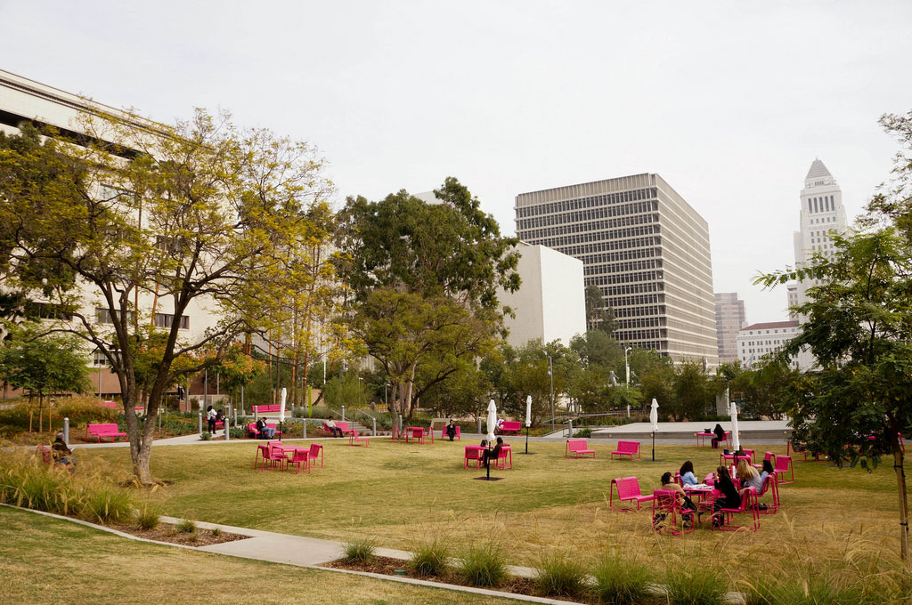 pink-chairs-on-lawn