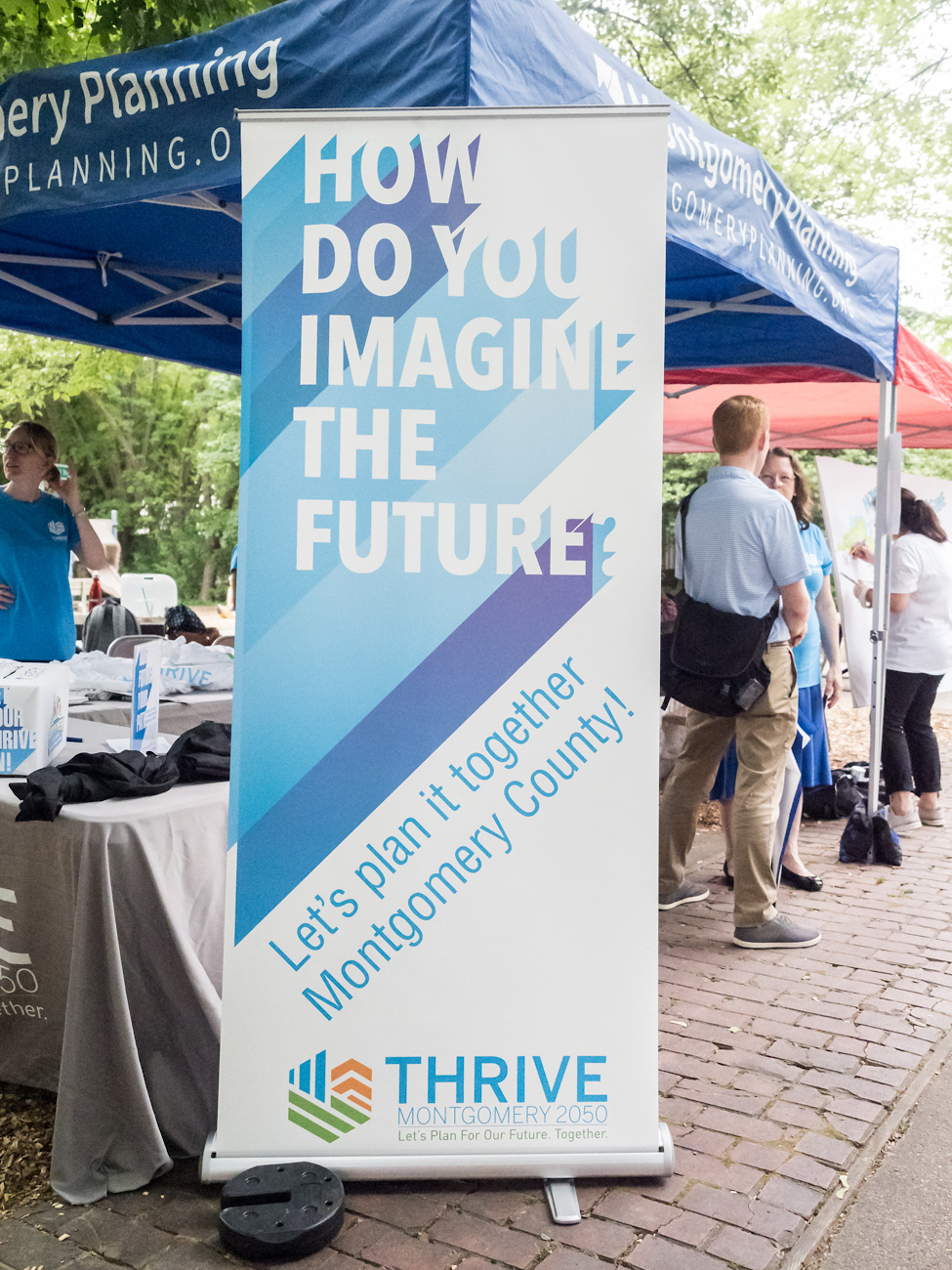 "Thrive 2050 sign: ""How do you imagine the future?"""